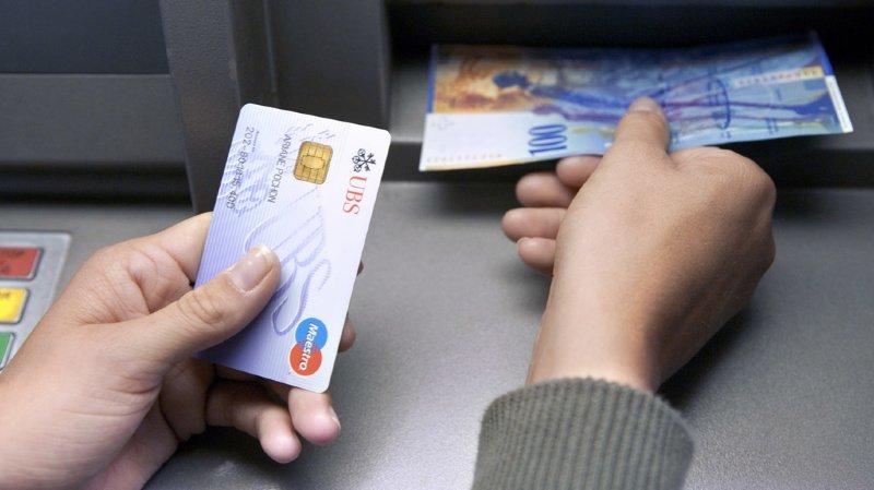 Moins de retraits d'argent: les bancomats vont-ils progressivement disparaître?
