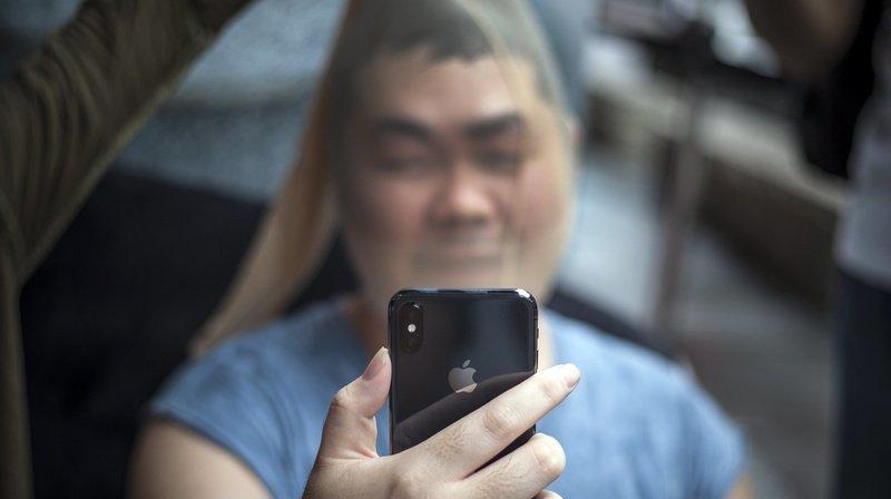 Hong Kong: un manifestant empêche la police de déverrouiller son iPhone par la reconnaissance faciale