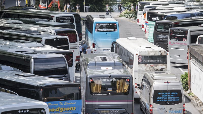 Tourisme: face à l'afflux de visiteurs, Lucerne veut introduire une taxe de 120 francs par car touristique