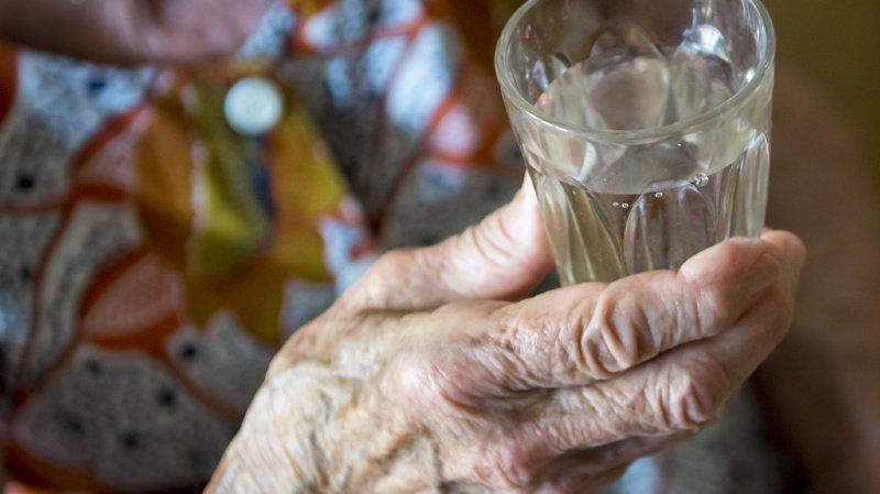 Les personnes âgées dans les zones les plus chaudes, comme la région lémanique et le Tessin, ont été les plus touchées (illustration).