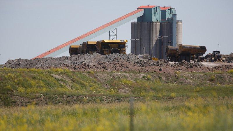 Donald Trump est accusé de ralentir la fermeture des centrales à charbon, polluantes et grosses émettrices de gaz à effet de serre.