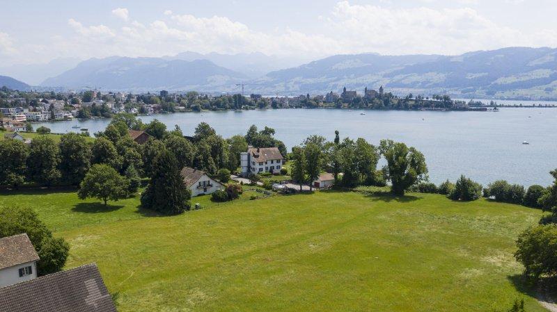 La propriété donne accès directement au lac de Zurich.