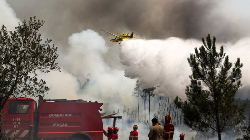 Portugal: vents et sécheresse compliquent la lutte contre un grand incendie