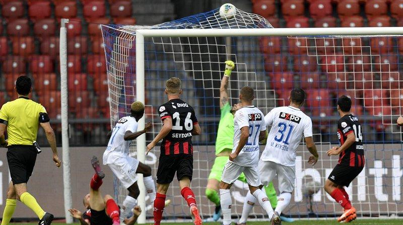 Le retourné acrobatique de Gaëtan Karlen (au sol) à la 95e minute permet aux Rouge et Noir de rester devant le FCZ.