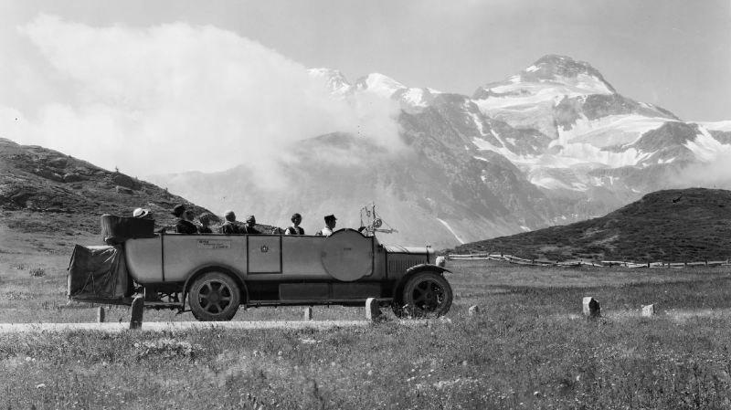 Au début du XXe siècle, certains cars circulaient en mode cabriolet été comme hiver...