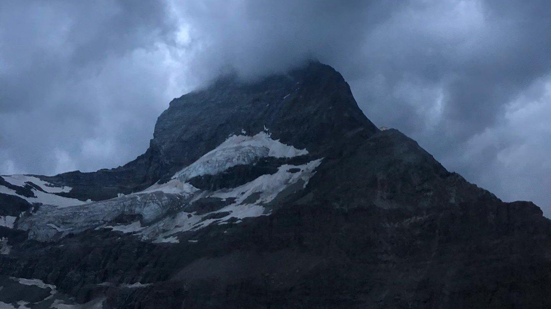 Trois alpinistes passent la nuit au sommet du Cervin