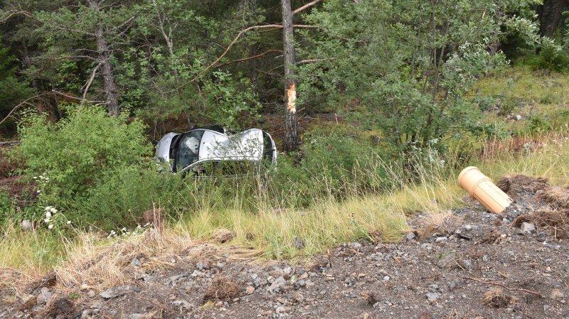 Grisons: il fait une chute de 8 mètres au volant de sa voiture