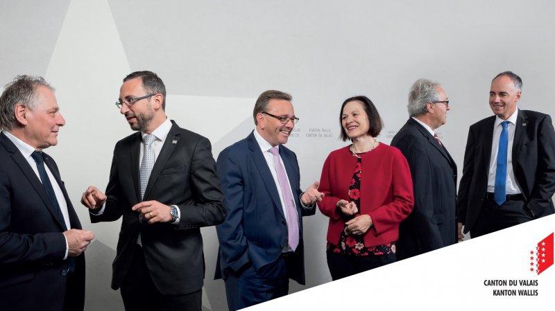 Valais: sur sa nouvelle photo, le Conseil d'Etat palabre