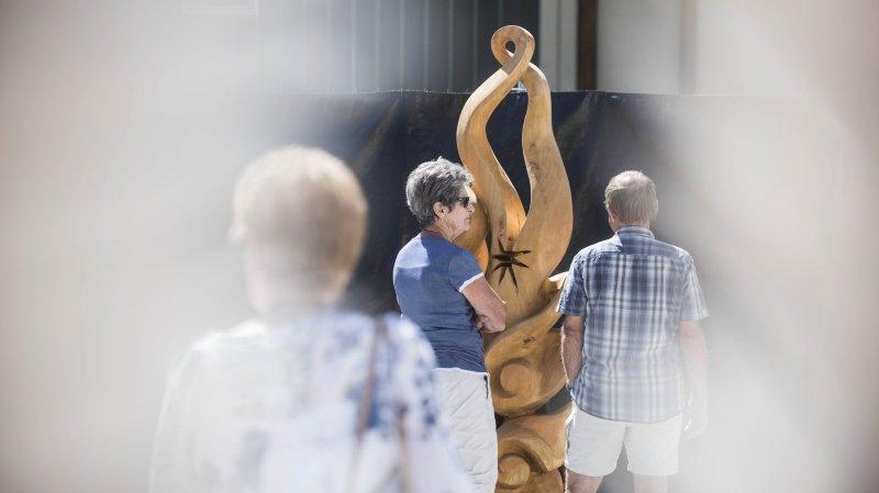 Le symposium international de sculpture sur bois est l'occasion de découvrir sur place le travail de professionnels de haute voltige.