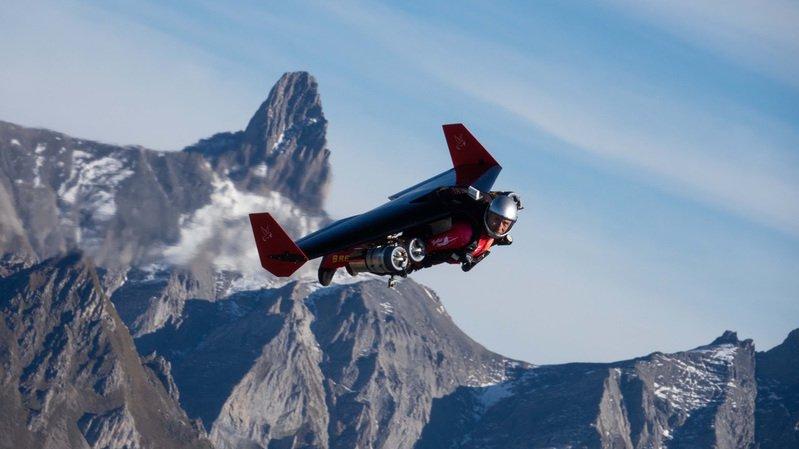 Yves Rossi veut pouvoir voler sans devoir être largué d'un avion.