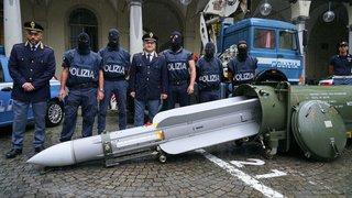 Arsenal de guerre saisi en Italie: la Suisse sera contactée pour déterminer la provenance des armes