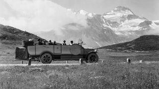 Il y a 100 ans, le premier car postal franchissait le Simplon