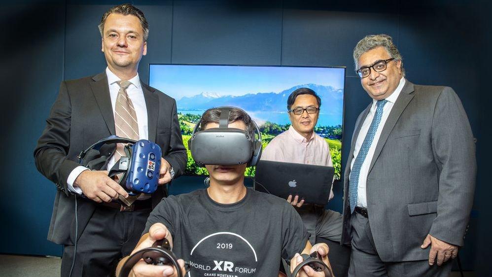 Les Professeurs Jiangtao Wen et Touradj Ebrahimi (à d.) ont décidé d'implanter leur start-up de réalité virtuelle à Crans-Montana. Rafal Hys (à g.), délégué à la promotion économique du Haut-Plateau, entend faire de la station, une place forte pour les entreprises orientées sur les nouvelles technologies.