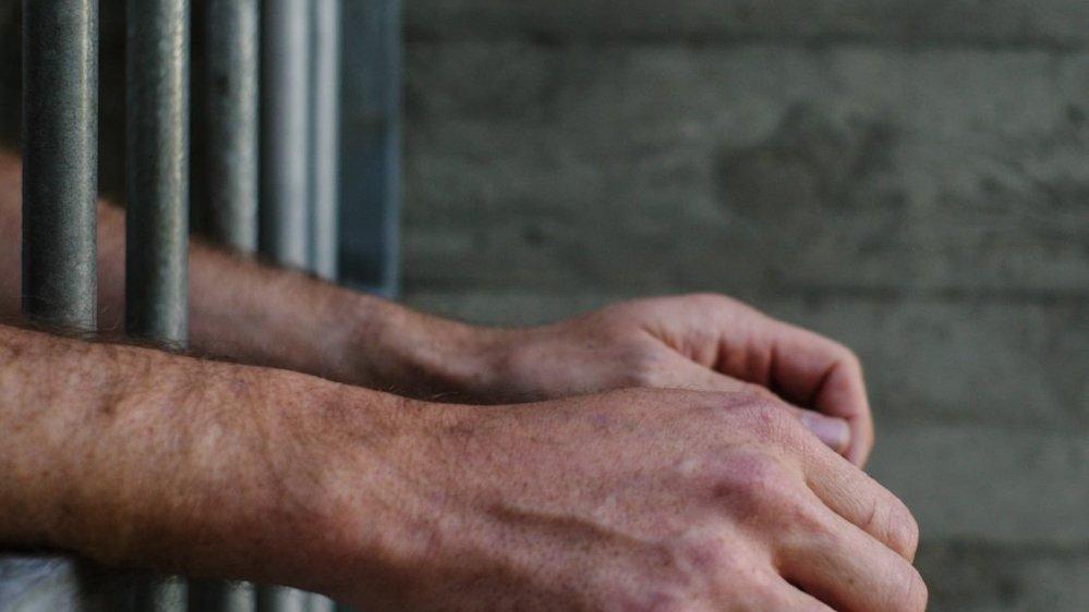 Criminel libéré, victime informée