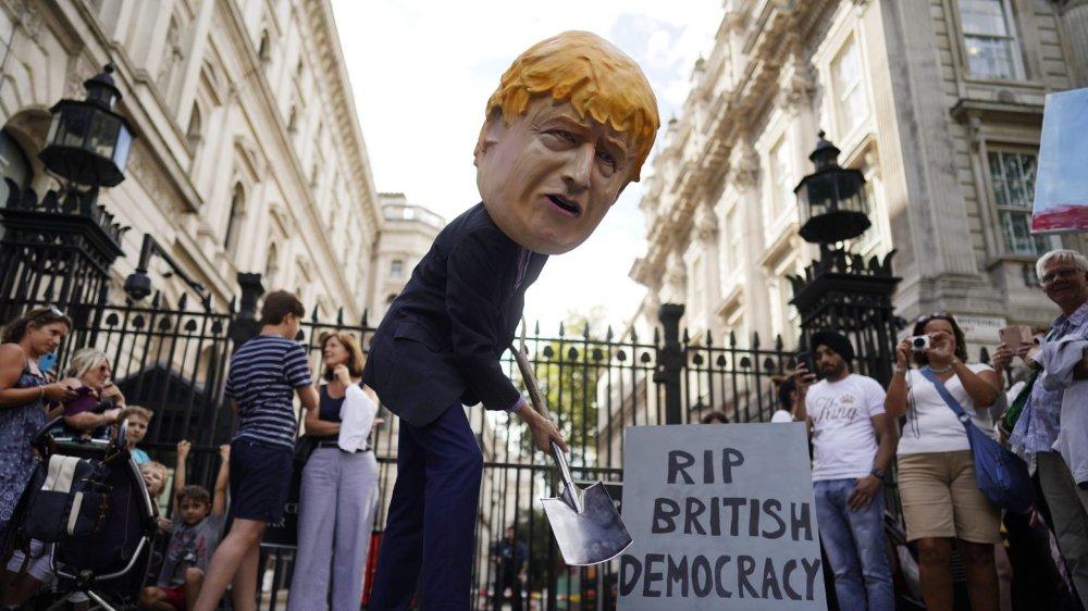 Boris Johnson suspend  le parlement