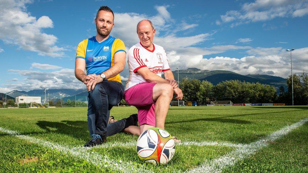Thomas Mabillard et Xavier Varone, respectivement président du FC Grimisuat et du FC Savièse, donnent le coup d'envoi du derby qui se jouera samedi au stade de Praz-Noé.