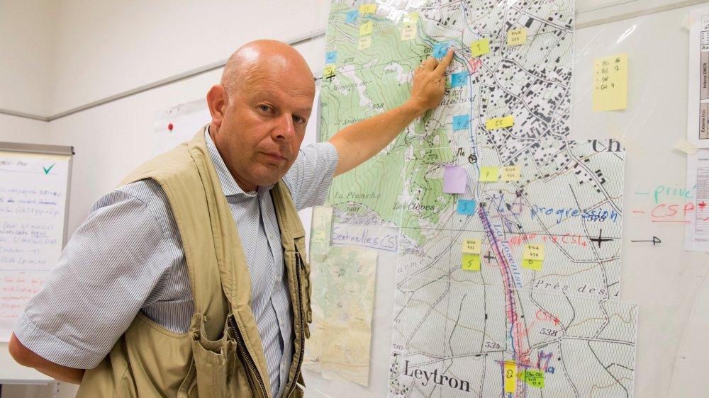 Le président de Chamoson Claude Crittin pilote la cellule de crise communale, chargée de coordonner les recherches. Des moyens lourds continueront d'être engagés pour retrouver les victimes de la lave torrentielle du 11 août.