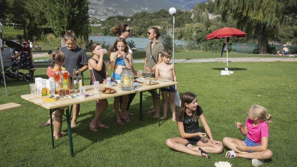 Dix familles ont participé au goûter canadien, samedi entre 14 et 18 heures au lac de Géronde à Sierre.