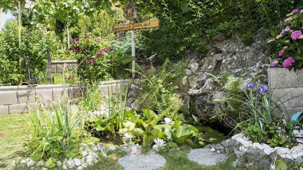 Un premier bassin  en guise d'accueil jouxte un opulent potager.