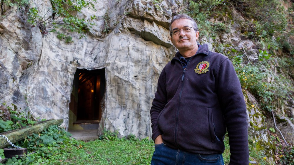 Président de l'association du Fort de Litroz, Jean-Christophe Moret pose devant son entrée.