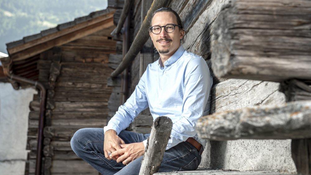 Sébastien Olesen dans les raccards de Bruson, village qui est appelé à devenir le cœur du Palp et un vrai centre de réflexion événementielle.