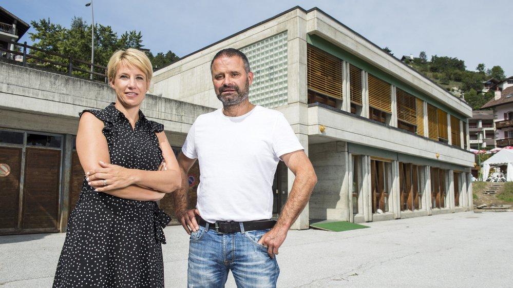 Stéphanie Lipawsky Pont, conseillère communale chargée de la formation, et Danny Defago, président de la commune de Vex, attendent depuis 2014 le nouveau centre scolaire.