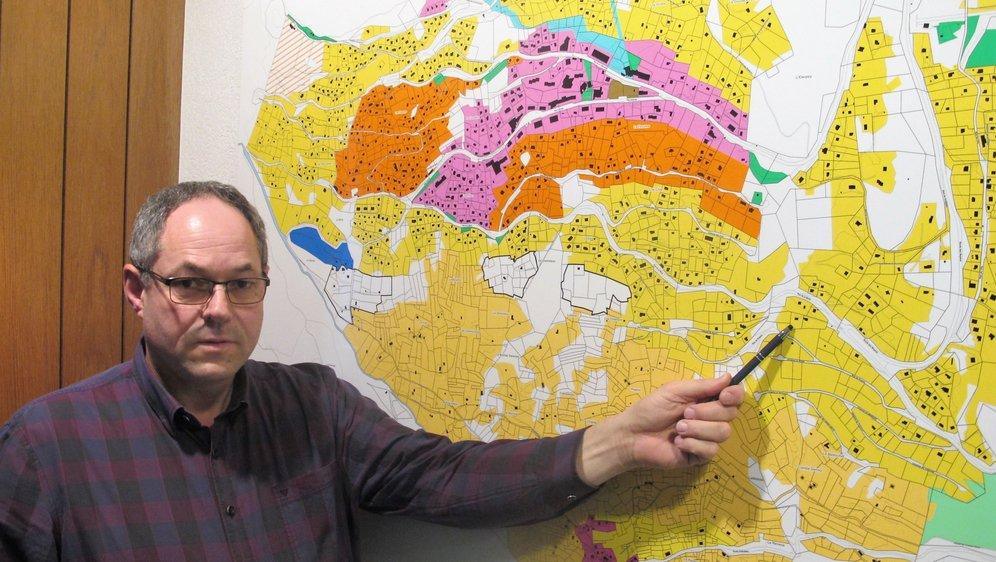 Comme le montre le président de Riddes Jean-Michel Gaillard, les zones réservées se situent toutes aux alentours de la station de La Tzoumaz, secteur dans lequel la zone à bâtir est largement surdimensionnée. Le Nouvelliste