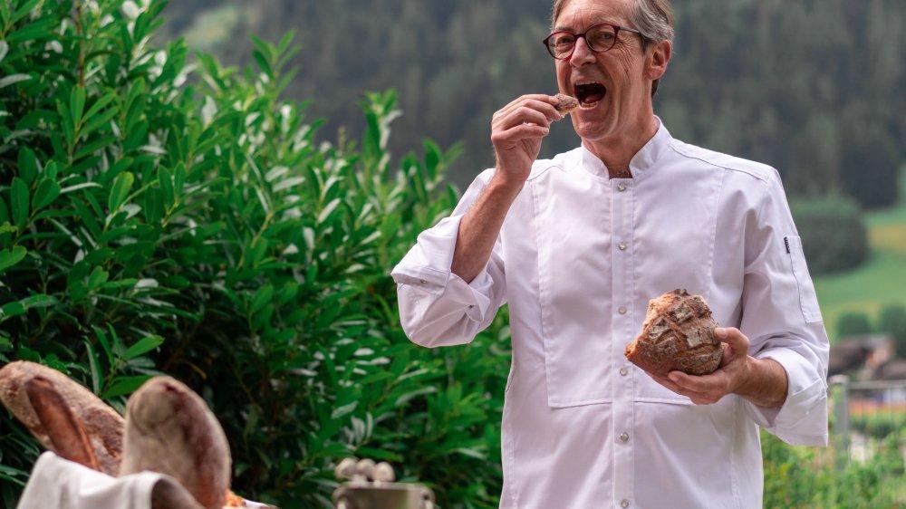 Charles-Henri Zuchuat nous fait découvrir l'utilisation du pain dans la cuisine alpine