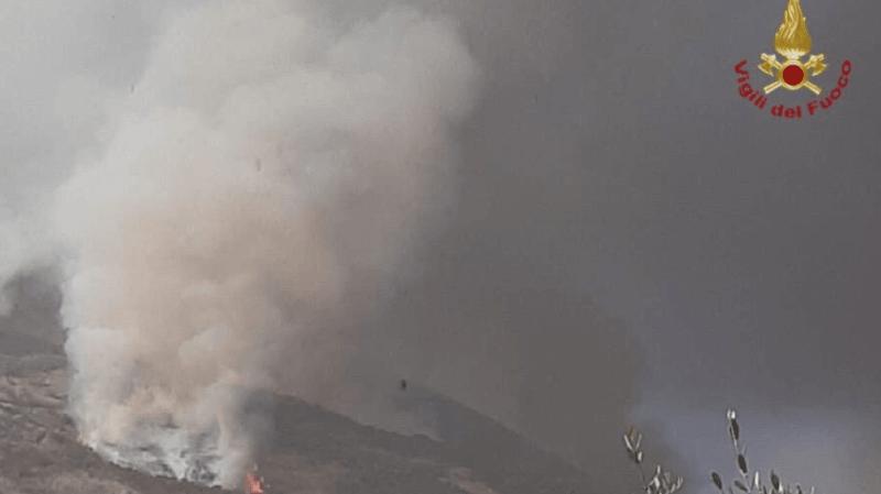 Italie: le volcan Stromboli, au large de la Sicile, est à nouveau entré en éruption
