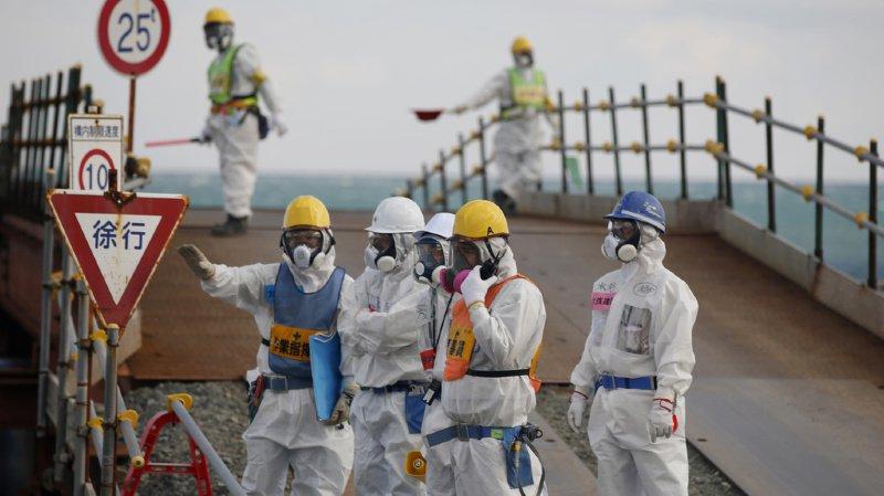 La catastrophe a forcé des dizaines de milliers d'habitants à abandonner leurs maisons proches de la centrale par peur des radiations.