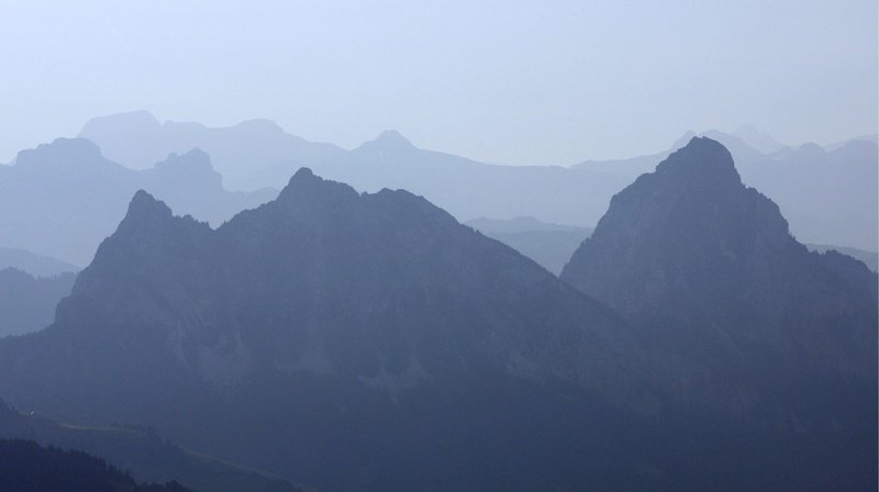 Schwyz: un jeune de 20 ans fait une chute mortelle de plusieurs centaines de mètres au Grosser Mythen