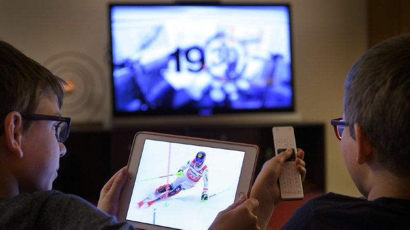 Sans surprise, nombreux sont ceux qui écoutent la radio ou regardent la télé sur leur smartphone et leur ordinateur. (illustration)