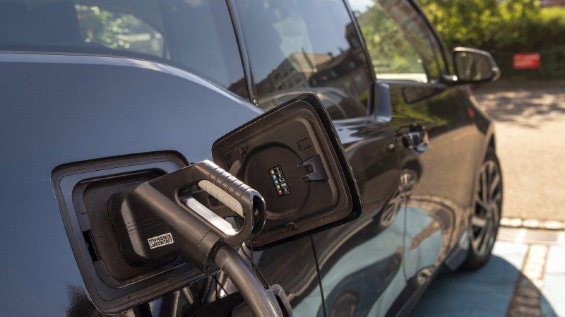 """La création de """"zones vertes"""" à l'usage exclusif des véhicules électriques est soutenue par le Conseil fédéral. (illustration)"""