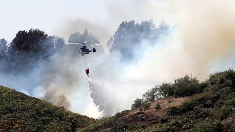 Un million de litres d'eau a déjà été déversé pour tenter de maîtriser le troisième incendie sur la Grande Canarie.