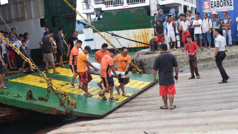 On ignore combien de passagers se trouvaient à bord, mais les gardes-côtes ont annoncé que 245 personnes avaient été secourues, et que trois passagers avaient péri.