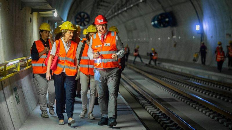 Tessin: Simonetta Sommaruga visite le chantier du tunnel de base du Ceneri