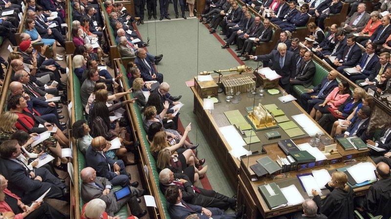 Grande-Bretagne: les députés adoptent une loi demandant le report du Brexit