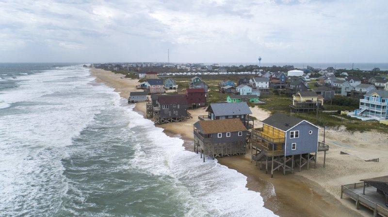 Intempéries: l'ouragan Dorian s'affaiblit mais reste menaçant