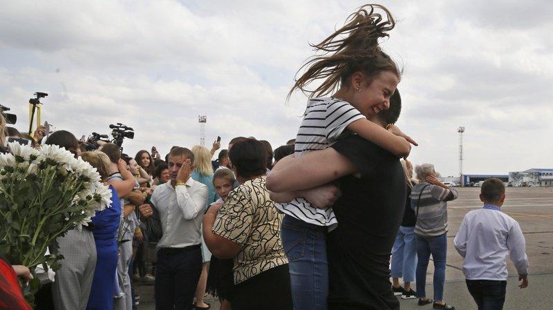 Echange historique de70 prisonniersentre l'Ukraine et la Russie: parmi eux, le cinéaste ukrainien Oleg Sentsov