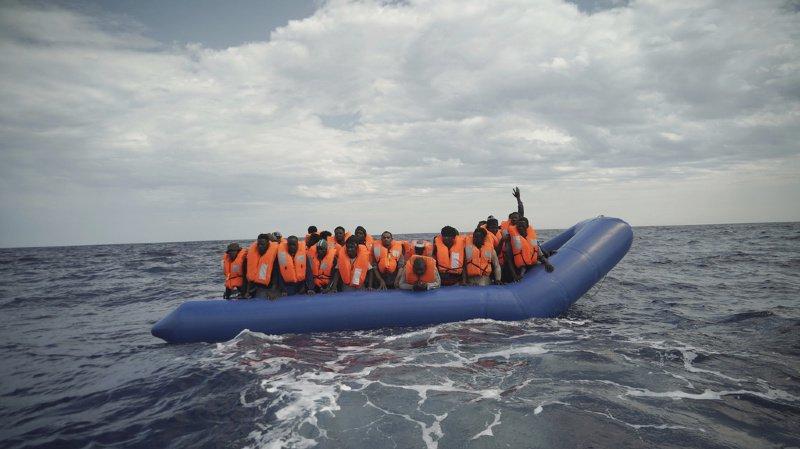 Méditerranée: une trentaine de migrants en difficulté au large de la Libye