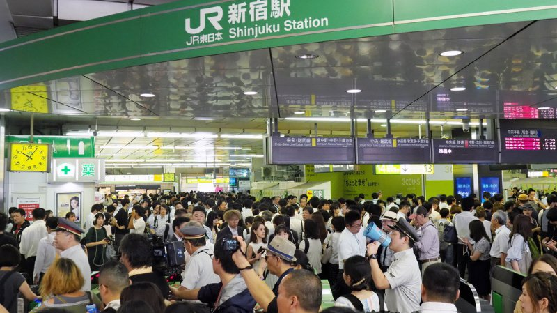 Au total, 16'900 passagers arrivés lundi par avion jusqu'à Narita ont dû y patienter de longues heures avant de pouvoir rejoindre la capitale, distante de plus de 60 kilomètres de l'aéroport.