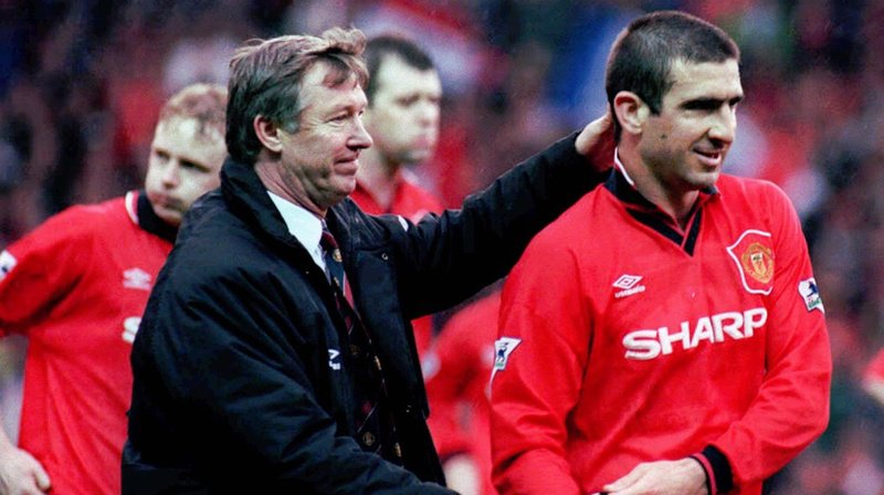 Football: après Kopa, Cruyff ou Beckham, Cantona reçoit le Prix du président de l'UEFA