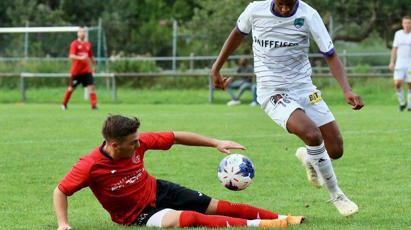 Match championnat football 3e ligue gr.1 du 31 août 2019 entre St-Léonard/blanc/Manishimwe Dieudonné et Grône/rouge/Carlos Aguiar  © GIBUS