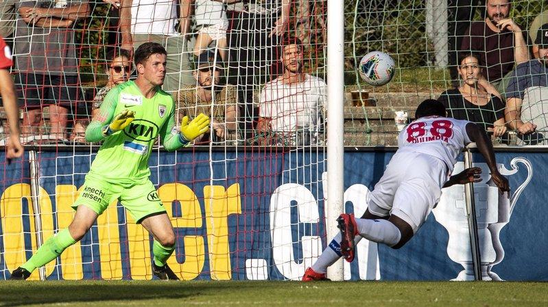 Seydou Doumbia catapulte le ballon de la tête dans les filets de Nicholas Ammeter pour donner la victoire et la qualification au FC Sion contre Aarau.
