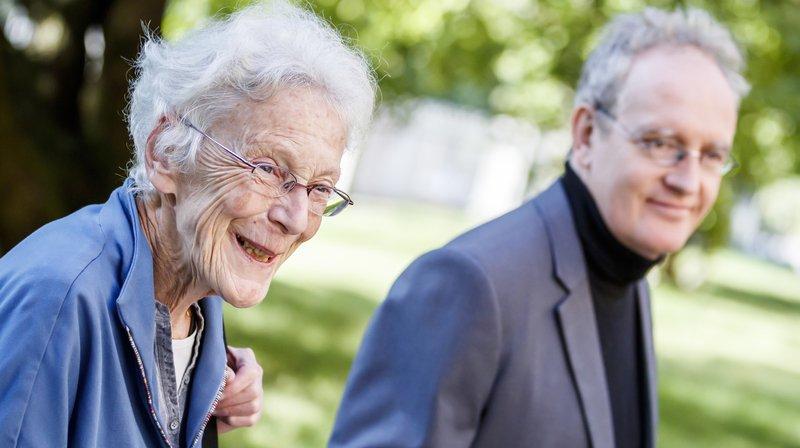 La militante pour les droits de l'homme Anni Lanz (ici avec son avocat Guido Ehrler) a été rejugée par le Tribunal cantonal à Sion.
