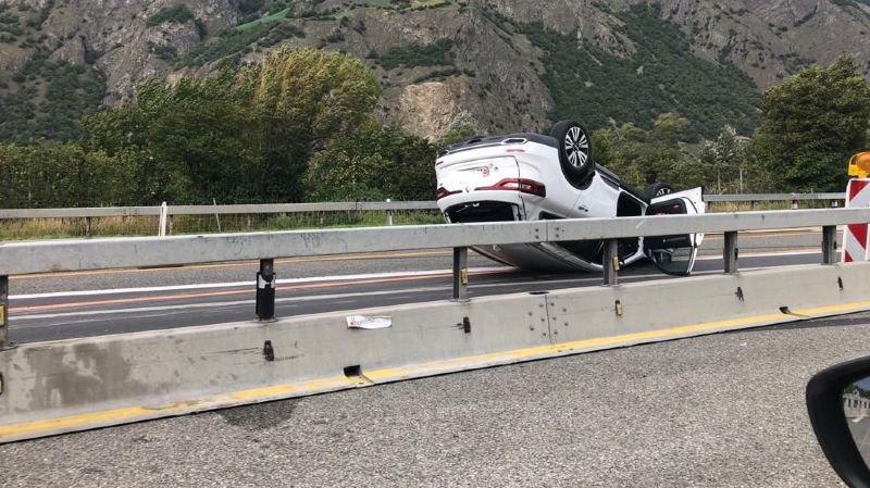 Un véhicule s'est retrouvé sur le toit sur l'autoroute A9.