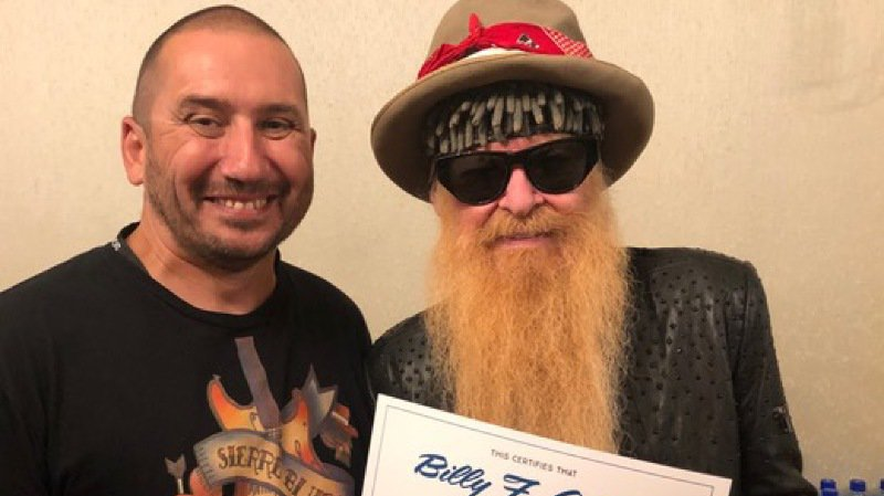 Silvio Caldelari, un président de festival heureux, avec Billy Gibbons, légende de la musique qui apporte son soutien au Sierre Blues.