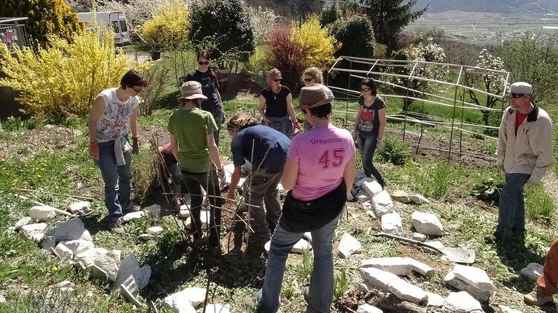 Plusieurs sections, comme l'Unipop de l'Adret, proposent des cours de permaculture.