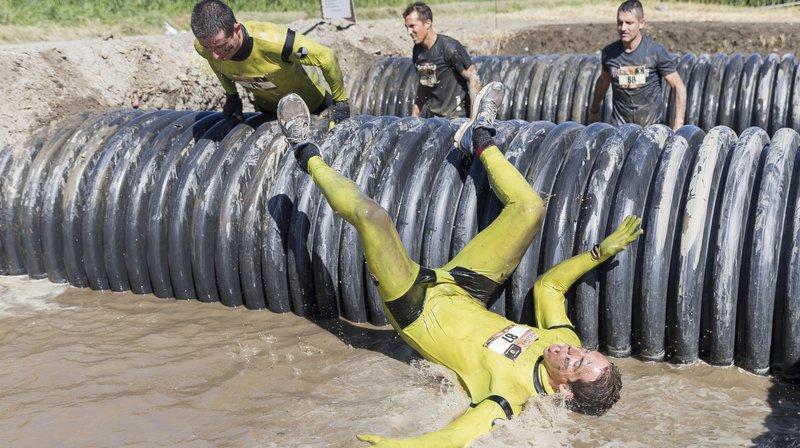 Obstacles et bain de boue attendent les participants.