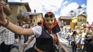 Valais: les fêtes folkloriques se réinventent par petites touches